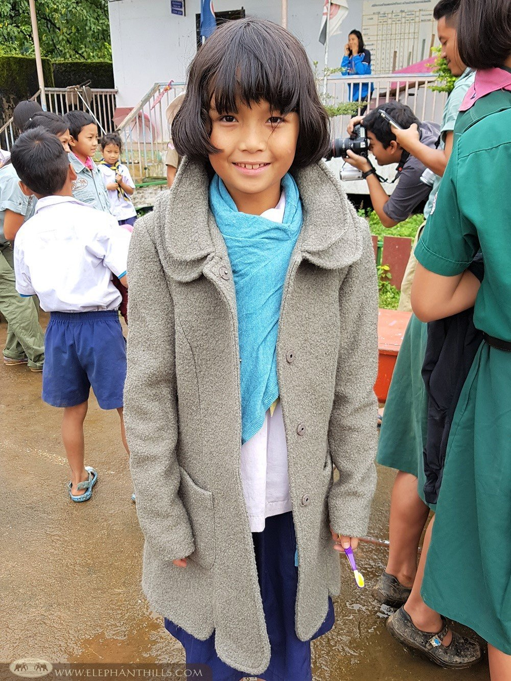 Elephant Hills - Helping schools in Mae Hong Son - Donating clothes